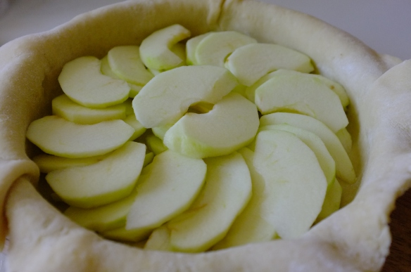 The pie filled with apple slices